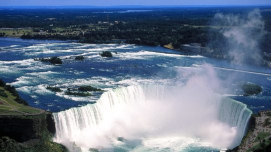Travel In Canada: Visit The Amazing Niagara Falls